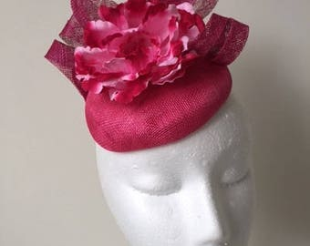 Gorgeous pink fascinator with loops and a flower! Stunning on!