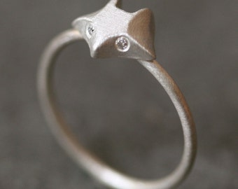 Fox Ring in Sterling Silver with Diamonds