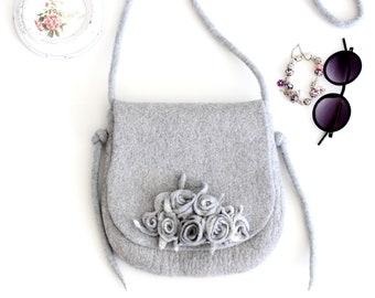 Felt handbag, felt wool purse, light grey felted bag with roses, bridesmade purse, messenger shoulder bag, cross body  bag, felted handbag