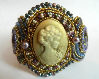 Chunky bead embroidery bracelet with Victorian cameo in purple and gold - Jane