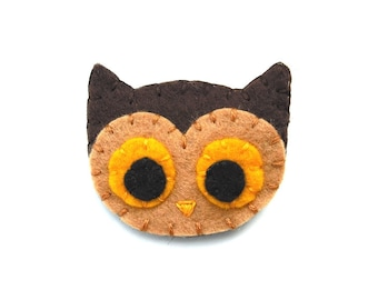 Cute brown owl brooch, brown felt owl pin, owl button, woodland jewelry, autumn jewelry, fabric owl, barn owl, screech owl, bird jewelry