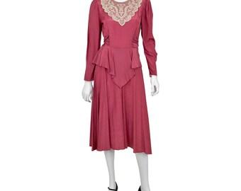 Vintage 80's Women's 4P Dawn Joy Victorian Peplum Dress Dusty Rose Pink Poplin Lace Embellishment At Neckline