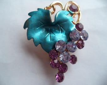 Vintage Unsigned Goltone/Rhinestone Grapes on Vine Brooch/Pin