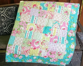Girl Twin Quilt, Shabby Chic Quilt for Girl, Twin Size, Patchwork Quilt, Handmade Throw Quilt, Pink Roses, Homemade Quilt, Dorm Bedding