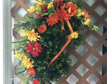 Horse Head wreath with a Tropical Flair! Horse Decor. Available in custom colors for any season or occasion! Aprox 2 1/2 feet by 2 1/2 feet.