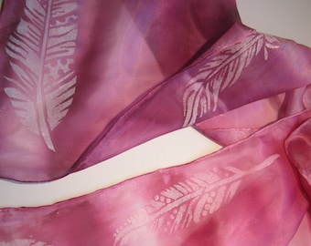 Silk scarf in deep pink with white feathers