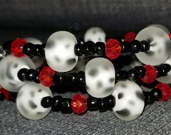 Dalmatiner Armband/Memory Draht / eine Größe passt den meisten/rot/schwarz/weiß/Spotted