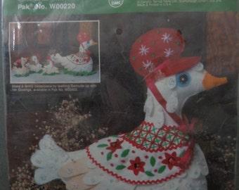 Gertrude Goose Vintage Bernat Centerpiece  Kit 1984 Felt Craft NOS New Old Stock no. W00220