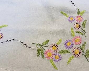 vintage embroidered tablecloth, embroidered flowers, vintage tea party, vintage dining, vintage kitchen, vintage party, vintage inetrior