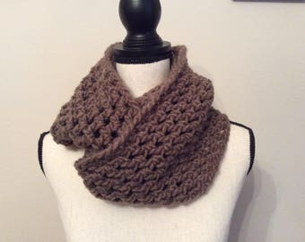 Chunky infinity scarf, Chunky cowl,Crochet scarf cowl neck warmer, Chunky neck warmer,Infinity scarf, Cozy and warm brown infinity scarf