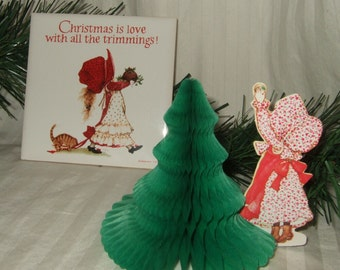 """Vintage Holly Hobbie plaque trivet Holly Hobbie honeycomb Holly Hobbie """" Christmas is love with all the trimmings""""  holly hobbie trivit"""