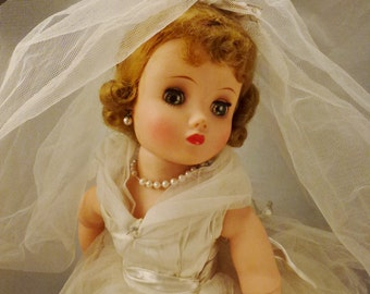ELISE  BRIDE  DOLL Madame Alexander Mint Condition all original eyes close 16 in tall