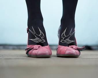 Rockabilly swallow bird print foot tattoo - Black Tights