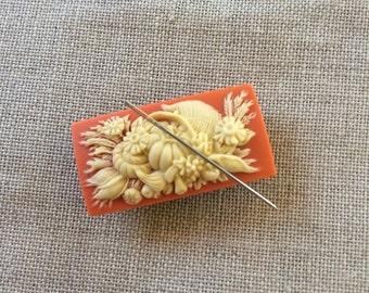 Cornucopia needle minder magnetized needle holder