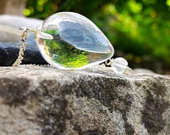 Pendulums rock crystal, the preferred tool for clairvoyance.