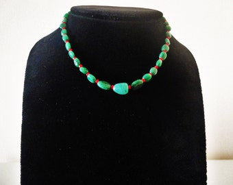 Aventurine necklace with coral. Green necklace. Handmade necklace. Handcrafted necklace. Beaded necklace. Gemstone Necklace. Gift for her.
