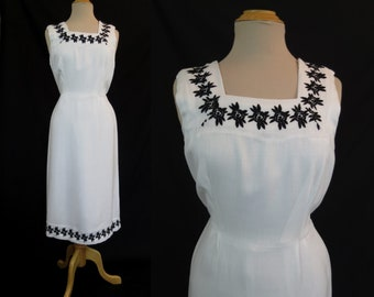 Vintage Dress - White Linen Look Dress With Black Embroidery - 1950s Dress - Bust 91 cm