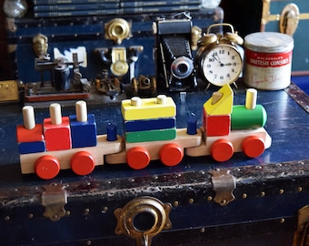 Melissa & Doug Wooden Toy Train - Comes with 3 Detachable Cars - Made in USA - Vintage Children's Toys