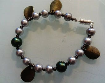 Pearl bracelet grey green and copper