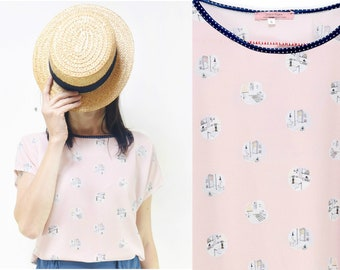 Handmade interior House Pattern pale pink T-Shirt Blouse, Small, Medium, Large [Lullaby blouse/House sneakers]