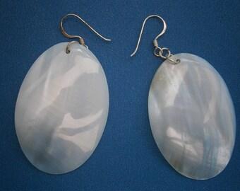 AR625) A Lovely pair of light blue oval disc mop shell earrings 925 sterling silver hooks