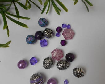 Assortment of 21 - acrylic beads Lot # 2