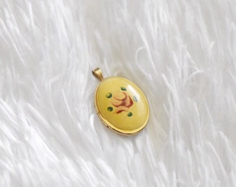Tiny Floral Oval Locket // Vintage // Gold Tone // Yellow Enamel With Flower