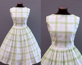 1950s Style White and Green Plaid Print Full Skirt Cotton Dress