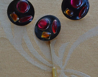 Pretty Vintage Black, Pink, Red, Amber Stick Pin Set, Pierced Earrings, Gold tone (Z15)