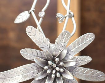 Silver Lily Necklace