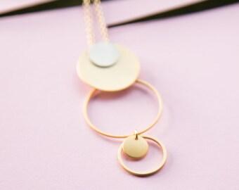 Kette lang, Kreis, Ring in Ring, gold veredeltes Messing. Wahnsinnig leichte lange Statement Kette Kreis in Kreis, lemonandpinkberlin