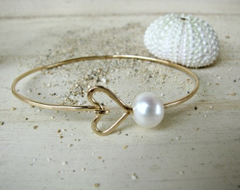 Gold Heart Pearl Bangle, Pearl Bangle Bracelet, Hawaii Pearl Bangle, Hammered Gold Bangle, Bridesmaid Gift, Gold Wedding Bracelet