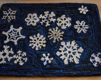 "Hand Hooked Rag Rug - Snowflakes at Night Wool 26"" x 35"""