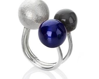 "Ring ""bleu électrique et noir"" in sterling silver, with two  removable spheres"