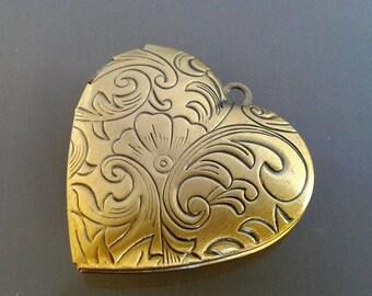 Pendant heart photo frame metal engraved color bronze