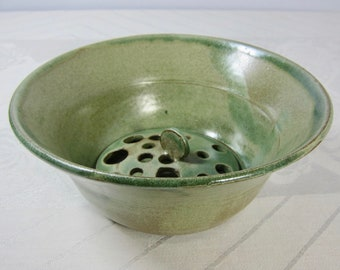 A versatile stoneware berry bowl spearmint green