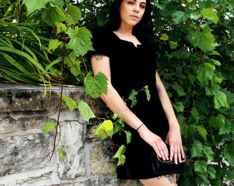 Chic Black Velvet Vintage 80's Dress