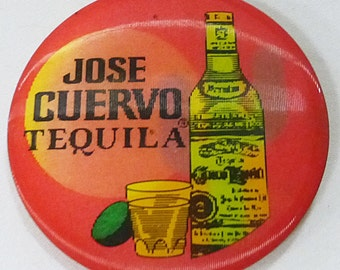 Vintage jose cuervo tequila 1988 hologram moving picture button pin badge