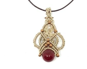 Collana macrame, perla di giada rossa, ciondolo macrame, collana con pietre dure, collana stile boho, collana girocollo, collana cuoio