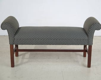 42732E: Cherry Chippendale Style Window Bench Or Seat