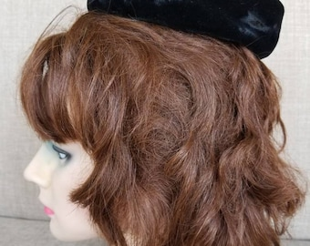 "Vintage Women's Black Pillbox Hat ""Evelyn Veron"""