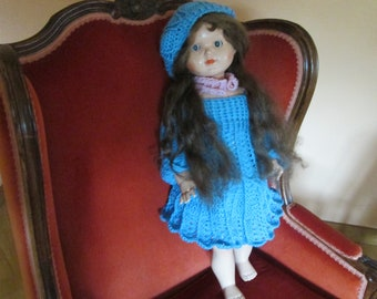 Very pretty vintage doll in hard platinum.-