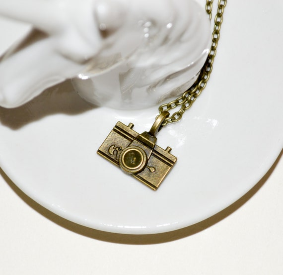 Camera Necklace, Bronze Camera Charm, Photographer Jewelry, Camera Geek Gift, Vintage Style, Camera Pendant, Simple Necklace, Camera Jewelry