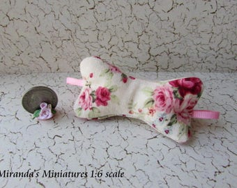 Barbie,  Blythe, 1:6 scale  pink roses Neck Travel pillow