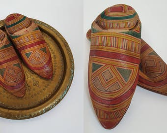 vintage TUAREG Hand Painted Leather Upcycled Babouche Slipper Shoes - Womens Size 7 / 37