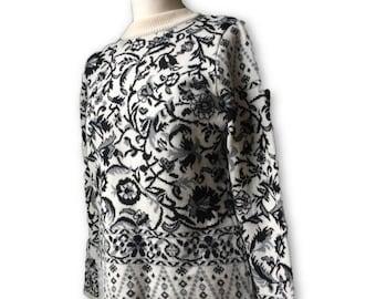 Black and white patterned vintage jumper.  Size medium