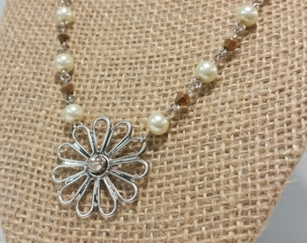 Delicate Flower with Pearls and Gold Jewelry Set