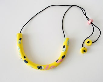 Yellow horseshoe necklace