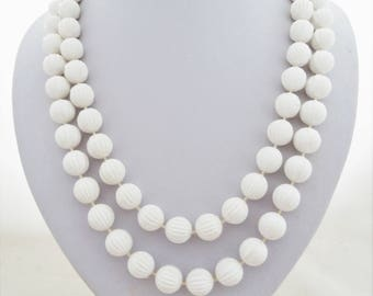 Sarah Coventry White Plastic Ribbed Circular Bead Necklace Vintage 70s New Old Stock
