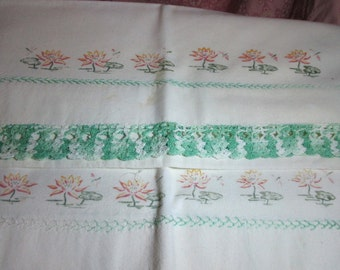 Waterlily Pillowcases-Pair-Vintage